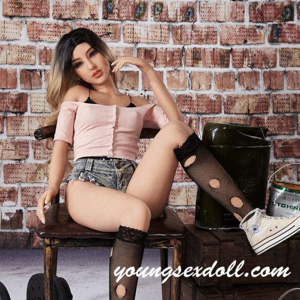 155cm Cecelia Blonde Hair Small Breasts Youthful And Energetic Sex Doll